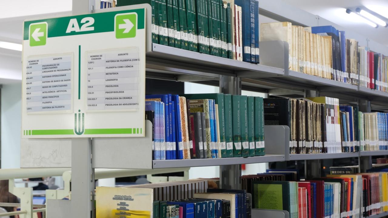 Biblioteca 10